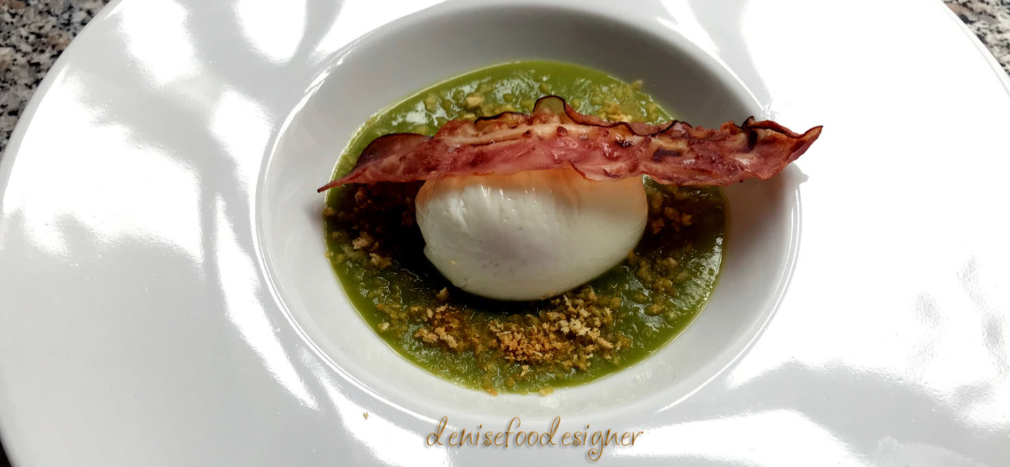 POACHED EGG, PEAS CREAM AND CRISPY BACON