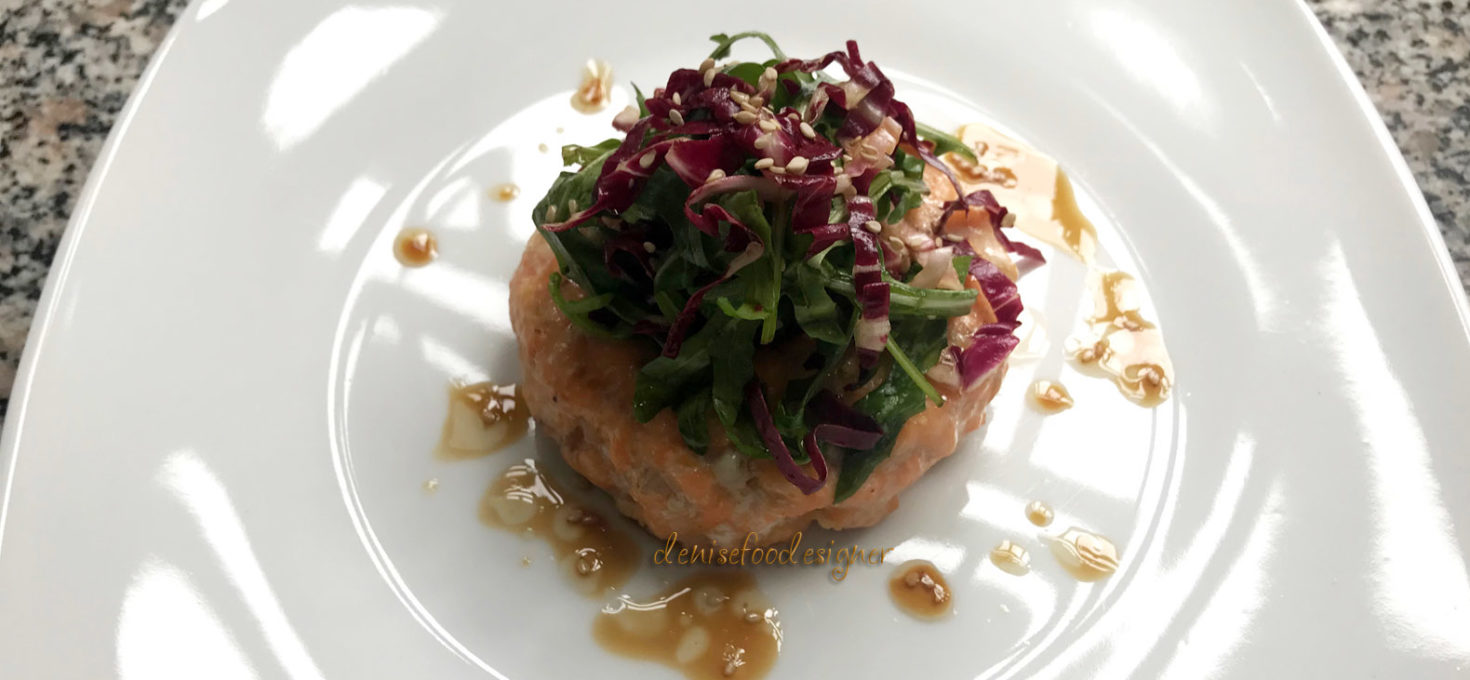 SALMON BURGER AND ORIENTAL FLAVOR SALAD