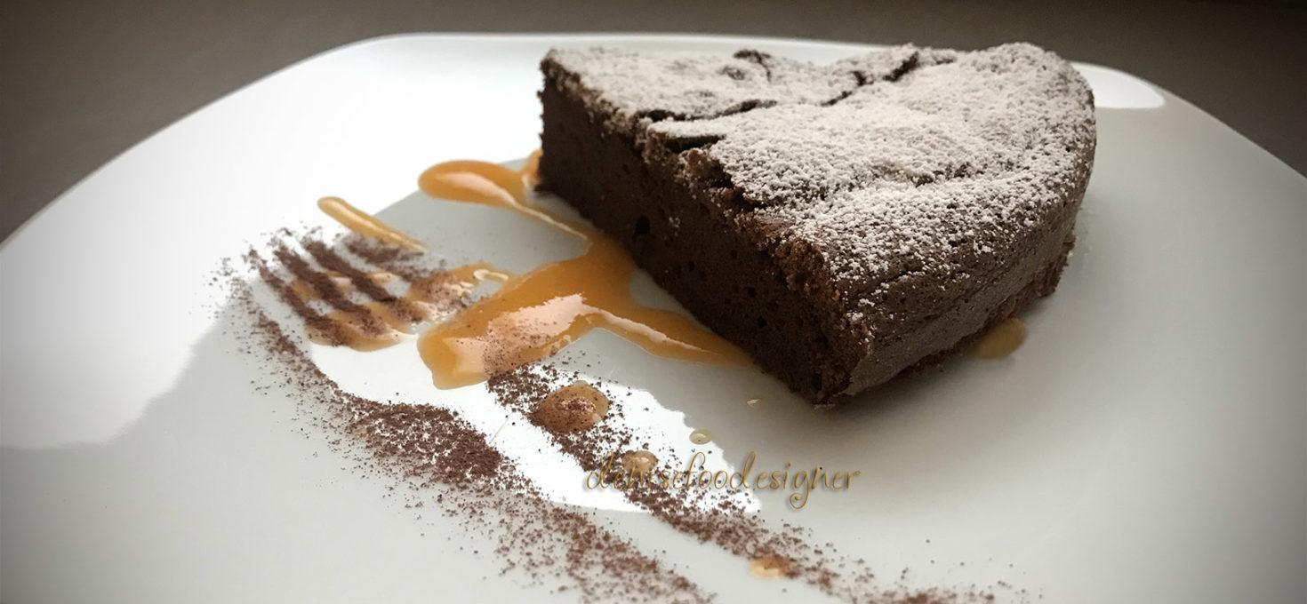 FLUFFY CHOCOLATE CAKE AND KHAKI FRUITS SAUCE